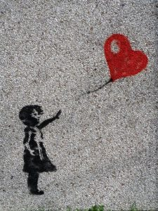 Maedchen_Luftballon_Herz